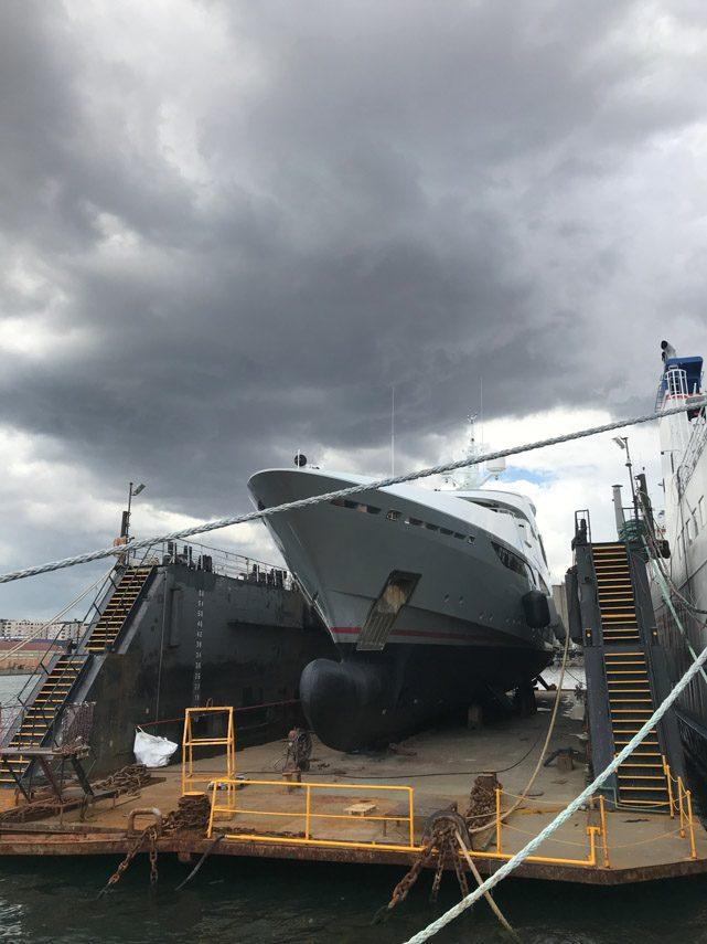 facilities-dry-docking-floating-docking-hauling-launching-12
