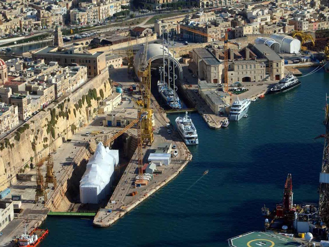 facilities-dry-docking-floating-docking-hauling-launching-8