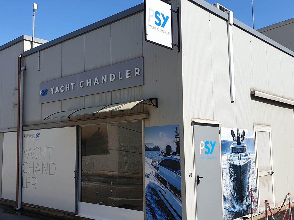 Yacht Chandler Ancona